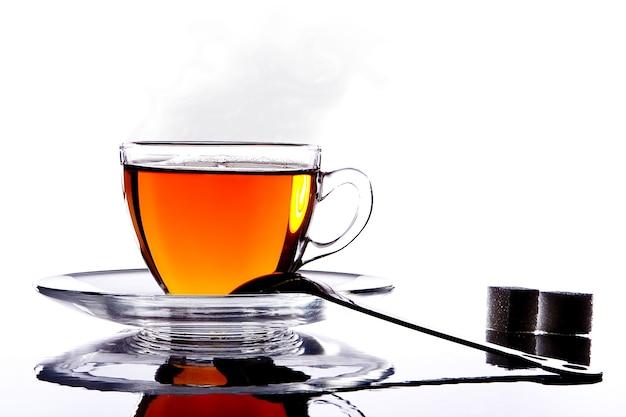 Silhouette glas heiße tasse tee und zucker