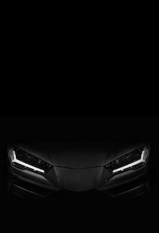 Silhouette schwarzer sportwagen mit led-scheinwerfern auf schwarzem hintergrund