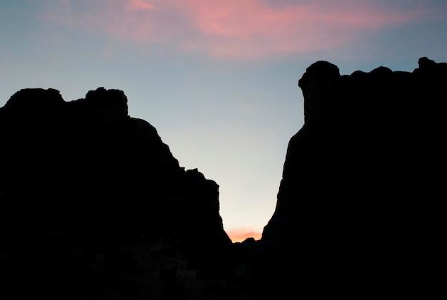 Silhouette von felsformationen, amangiri, canyon point, hoodoo trail, utah, usa