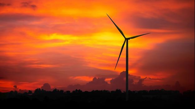 Silhouetten windkraftanlagen bei sonnenuntergang, alternative produkte für erneuerbare energien