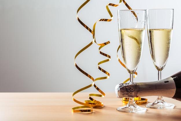 Silvesterfeier mit champagner