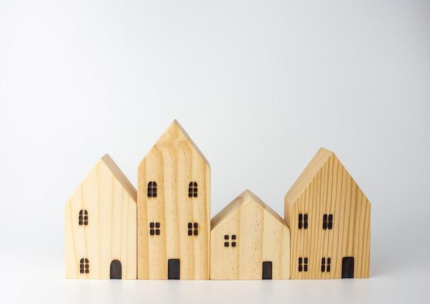 Simuliertes holzhaus. geschäftsideen für den wohnungsbau