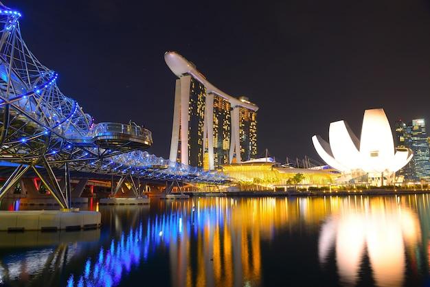 Singapur: 21. mai 2016 skyline marina bay sands, stadtskyline in der nacht singapur