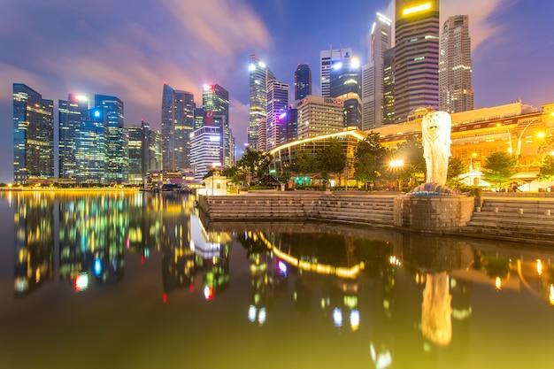 Singapur-stadt zur sonnenaufgangzeit