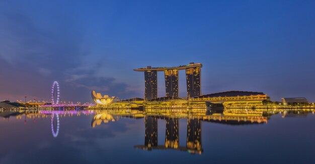Singapur-stadtskyline im geschäftsgebiet, marina bay, singapur