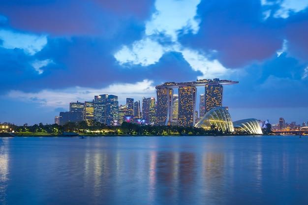 Singapur-stadtskylineansicht von marina barrage in singapur-stadt