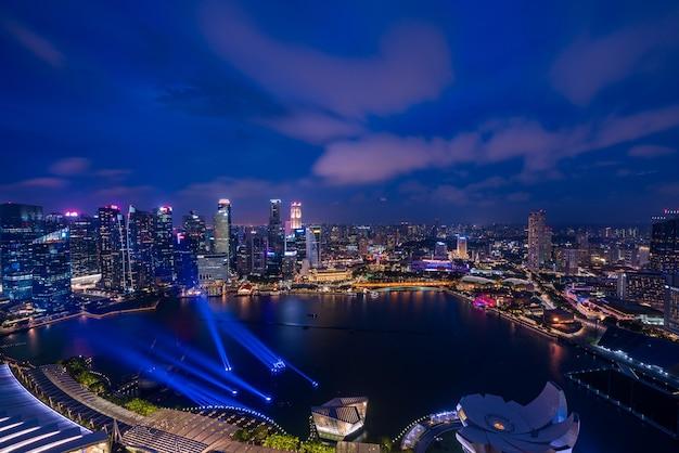 Singapur wolkenkratzer in der nacht