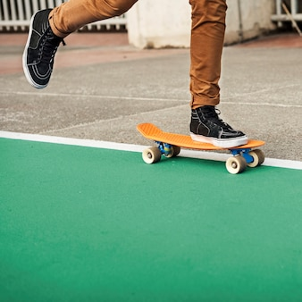 Skateboard-extremes sport-skater park-freizeitaktivitäts-konzept