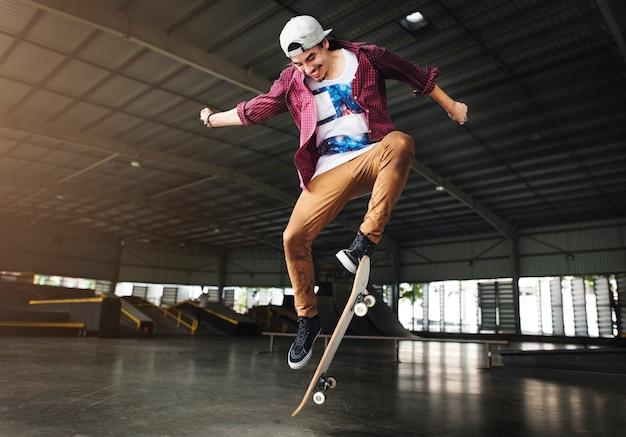 Skateboard-praxis-freistil-extremsport-konzept
