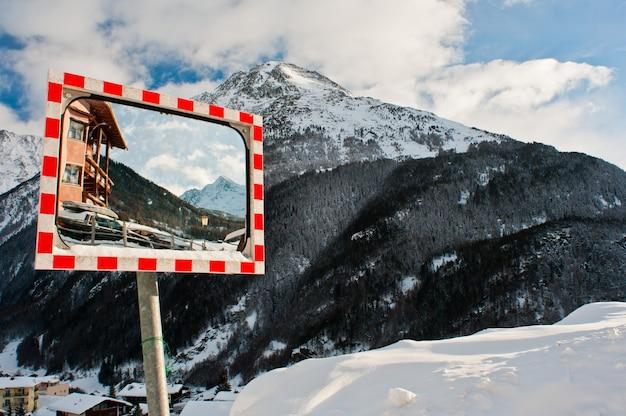 Skigebiet sölden im winter tagsüber.