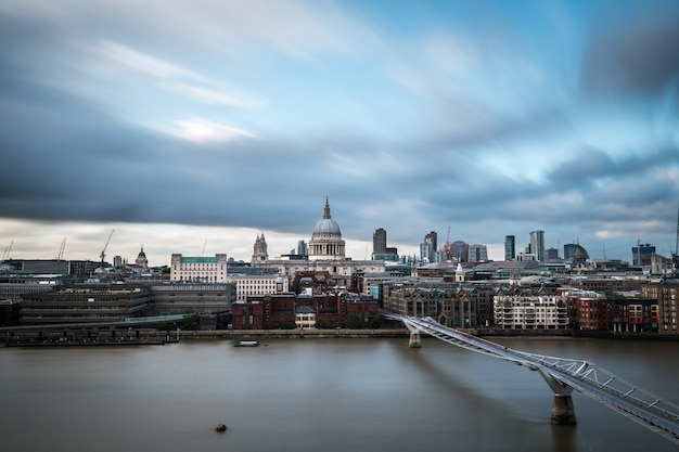 Skyline der city of london an der themse