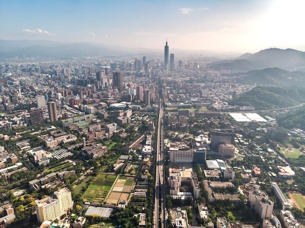 Skyline der stadt taipeh in der innenstadt von taipeh taiwan