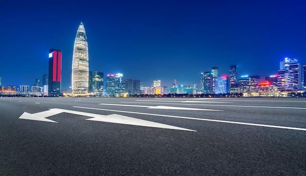 Skyline der stadtstraße und der shenzhen-architekturlandschaft