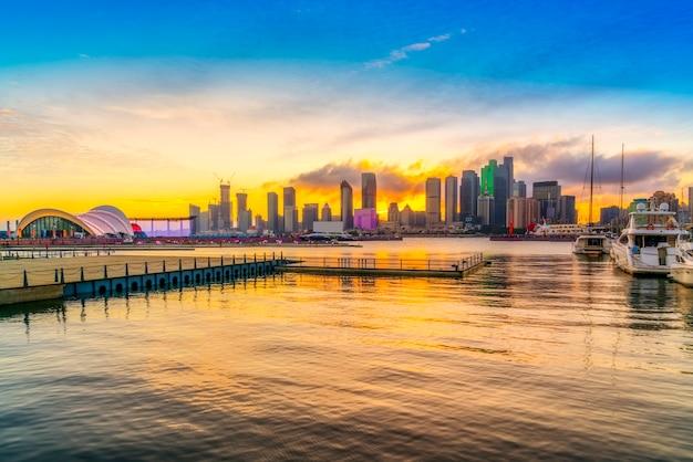 Skyline der städtischen architekturlandschaft in qingdao