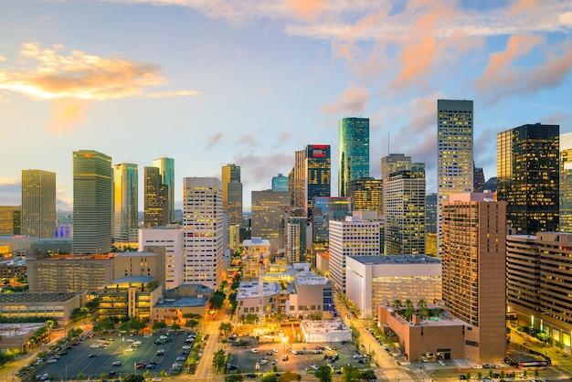 Skyline von downtown houston in texas usa in der dämmerung