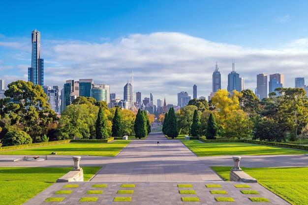 Skyline von melbourne vom shrine of remembrance in australien