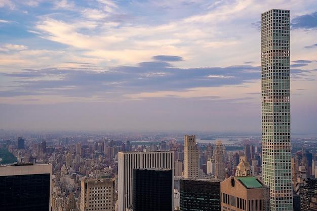 Skyline von new york city bei sonnenuntergang