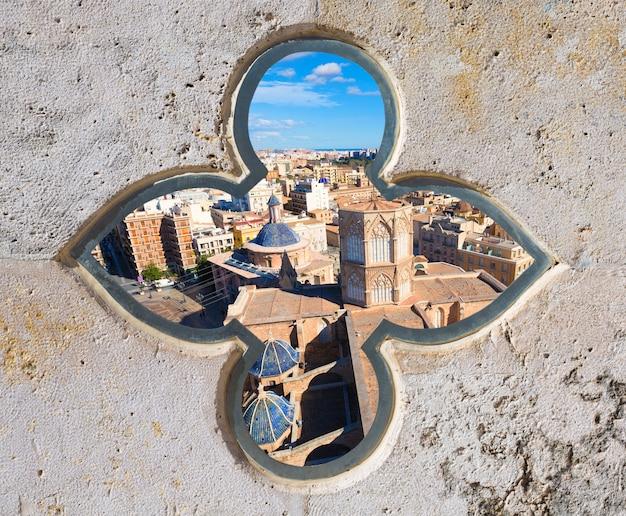 Skyline von valencia mit der plaza de la virgen und der kathedrale