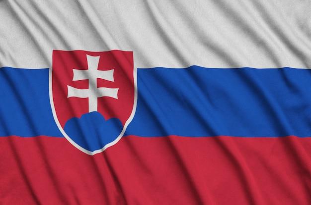 Slowakei flagge mit vielen falten.