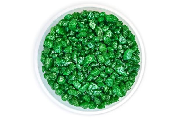 Smaragd edelstein fälschung in schüssel