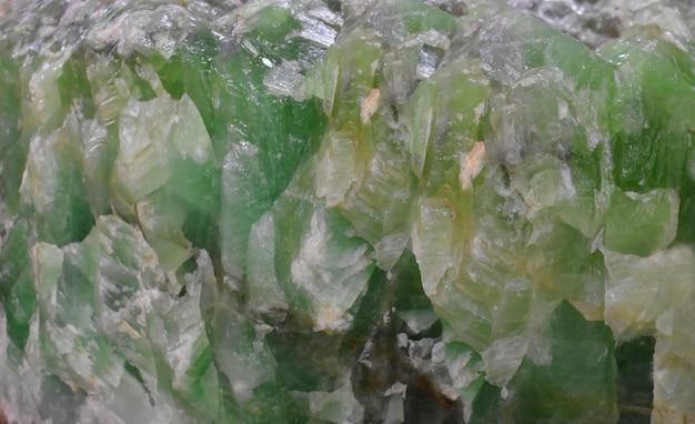 Smaragdgrüner stein