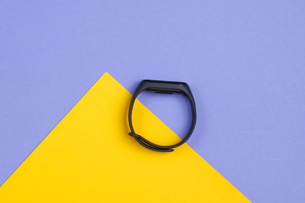 Smart armband auf gelb lila