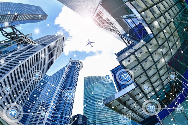 Smart city und drahtloses kommunikationsnetzwerk auf wolkenkratzern central business district in singapur