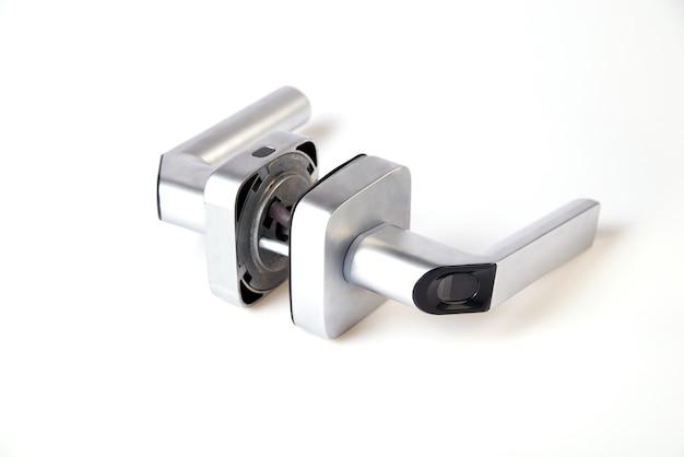 Smart keyless türschloss mit biometrischem fingerabdruck, mechanisches griffschloss geeignet für haus, hotel, wohnung, schule und innentür isoliert auf weißem hintergrund.