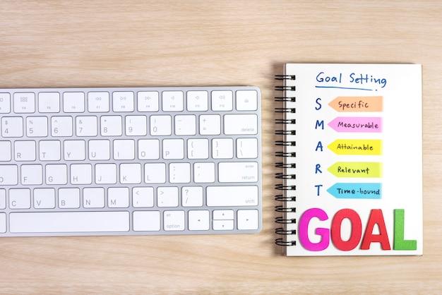 Smart ziele einstellung auf dem notebook geschrieben