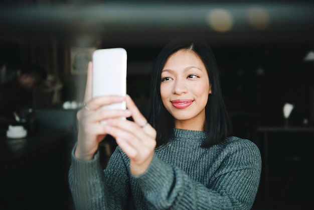 Smartphone capture-kommunikations-digital-mädchen-konzept