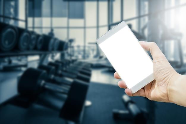 Smartphone des leeren bildschirms mit leuteschulung mit tretmühle in der fitness-club-gesundheit und -körper