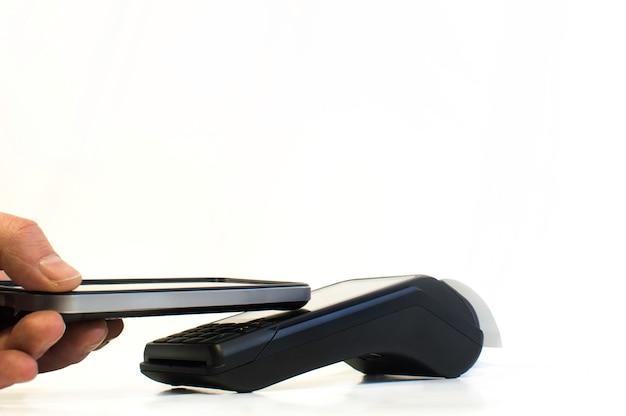 Smartphone für kontaktloses bezahlen mit nfc-technologie.