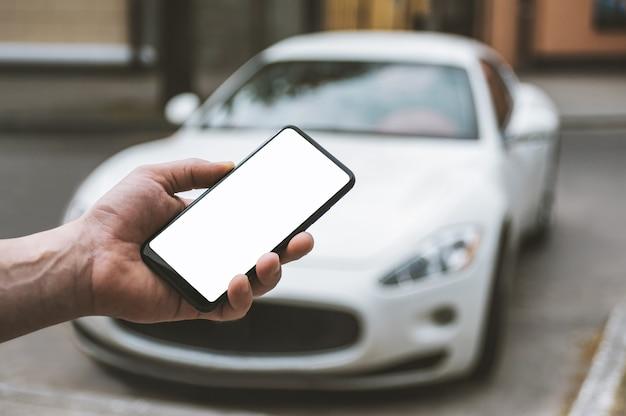Smartphone in der hand des mannes