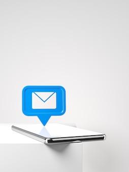 Smartphone mit blauer neuer e-mail- oder nachrichtenbenachrichtigung auf dem weißen tisch konzept des sozialen netzwerks