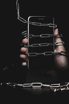 Smartphone mit schlosskette
