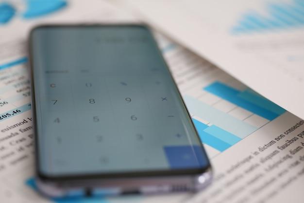 Smartphone-rechner und finanzstatistik