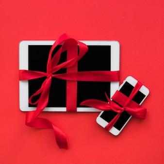 Smartphone und tablet mit bändern