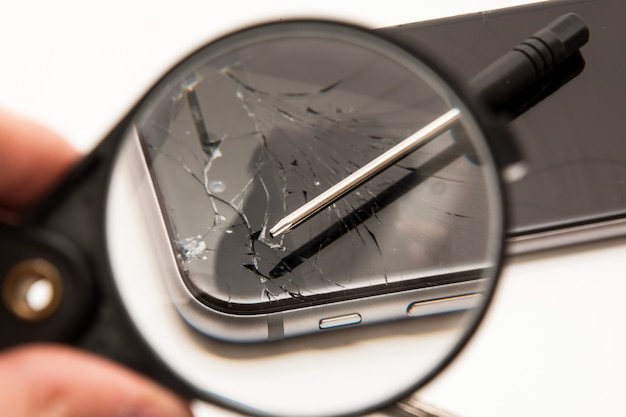 Smartphone und werkzeuge zur reparatur