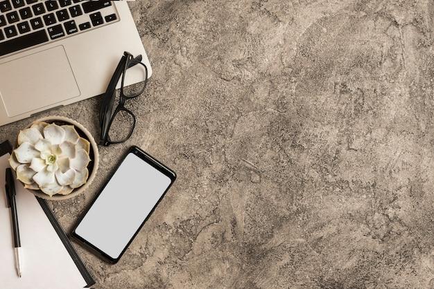 Smartphone-vorlage mit business-elementen