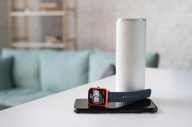 Smartwatch mit digitaler assistentenanordnung