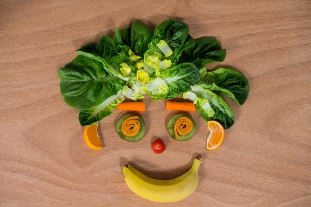 Smiley gesicht aus obst und gemüse