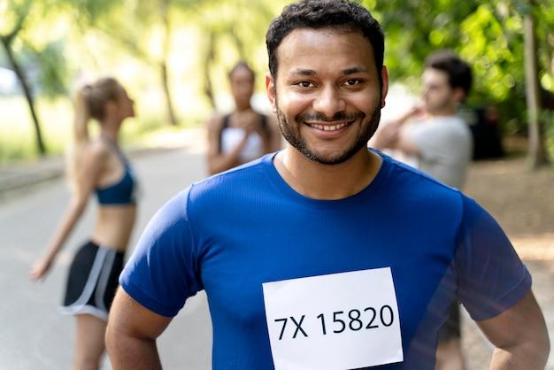 Smiley-läufer im freien hautnah