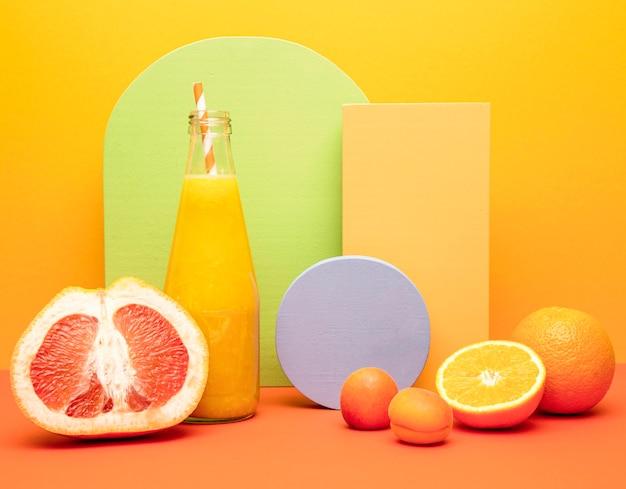 Smoothie aus orange und grapefruit