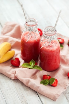 Smoothie-getränk mit erdbeeren