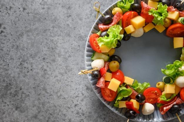 Snacks, canapes, tomaten, gemüse, mozzarella-käse