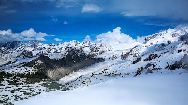 Snowy mountain matterhorn, zermatt, schweiz