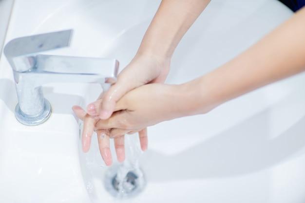 So waschen sie ihre hand schritt für schritt, um anweisungen zum händewaschen zu erhalten