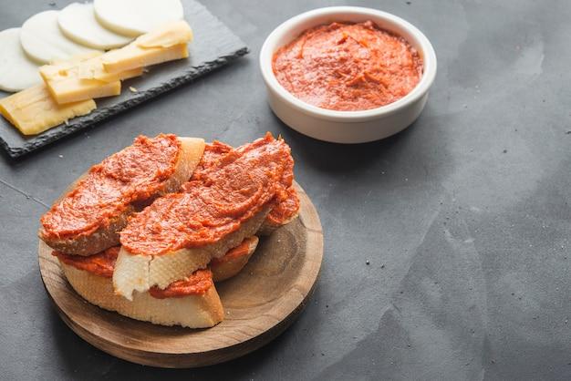 Sobrasada mit brot typisch mallorca spanien