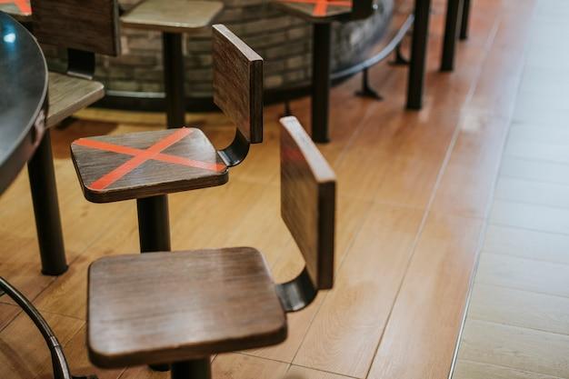 Social-distancing-kampagne in einem restaurant