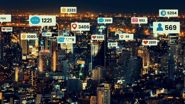 Social-media-symbole fliegen über die innenstadt der stadt und zeigen die verlobungsverbindung der menschen
